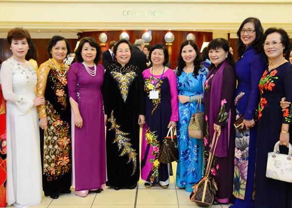 Dược Sĩ Lê Thị Bình dự Hội Nghị Thượng Đỉnh Phụ Nữ Thế Giới Tại Pháp năm 2014