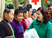 Công ty Dược phẩm Tâm Bình khám chữa bệnh nhân đạo và tặng quà Tết tại Chiềng Ly - Thuận Châu - Sơn La