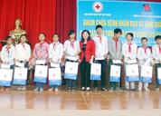 Dược sĩ Lê Thị Bình trao học bổng cho Học sinh, Sinh viên dân tộc thiểu số