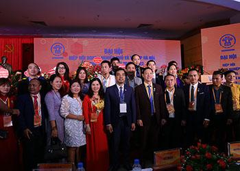 TGĐ Lê Thị Bình vinh dự nhận Bằng khen của UBND TP Hà Nội vì những đóng góp cho Hiệp hội Doanh nghiệp nhỏ và vừa TP Hà Nội