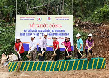 Công ty Dược phẩm Tâm Bình tài trợ 500 triệu đồng xây dựng cầu nhân ái