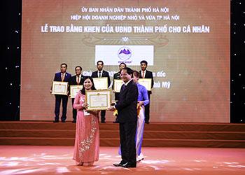 """Dược phẩm Tâm Bình được vinh danh """"Hàng Việt Nam được người tiêu dùng yêu thích"""" và """"Doanh nghiệp thủ đô xuất sắc năm 2016"""""""