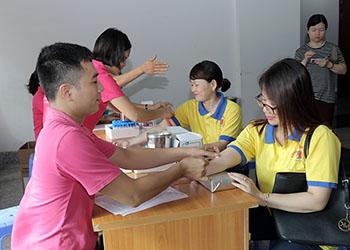 Dược phẩm Tâm Bình tham gia ngày hội hiến máu do LĐLĐ quận Ba Đình tổ chức
