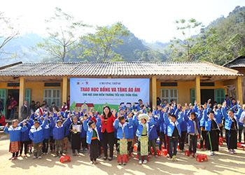 Dược phẩm Tâm Bình tổ chức khám bệnh, cấp phát thuốc miễn phí và tặng quà Tết cho bà con xã Hùng Lợi – Yên Sơn – Tuyên Quang