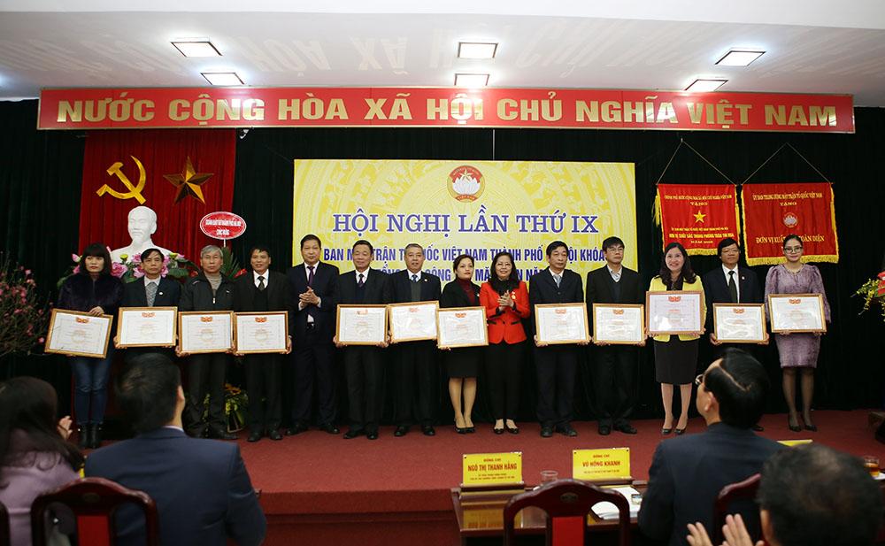 Bằng khen Người Việt Nam ưu tiên dùng hàng Việt Nam năm 2016