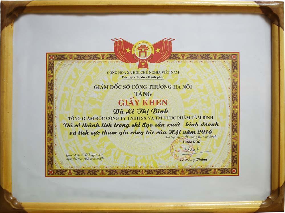 DS Lê Thị Bình nhận bằng khen của Sở Công thương HN
