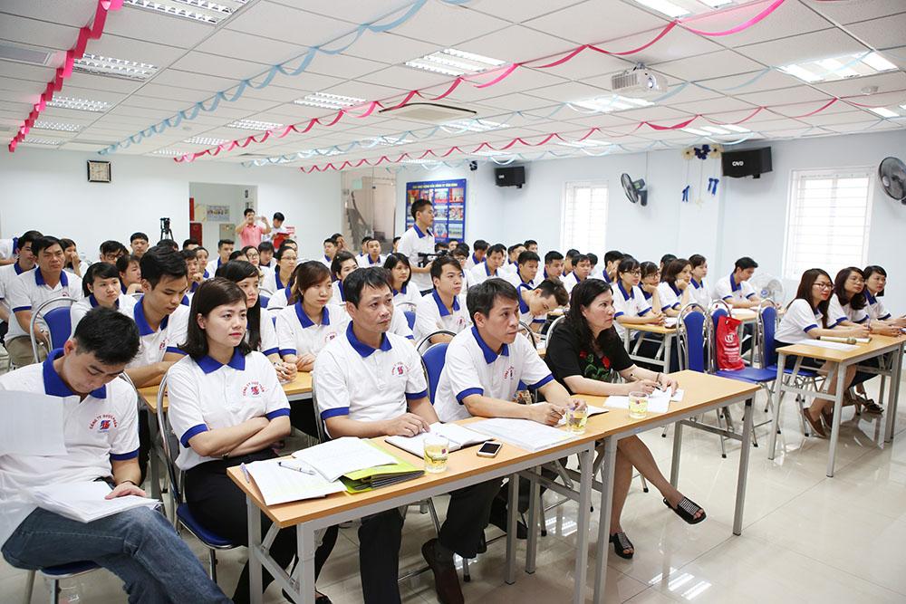 TGĐ Lê Thị Bình cùng CBCNV Tâm Bình tham giao buổi học
