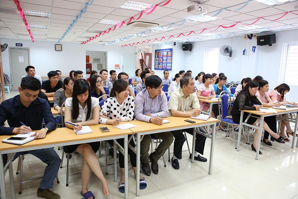 TGĐ Lê Thị Bình và P.TGĐ Nguyễn Thế Hùng cùng tham gia khóa học
