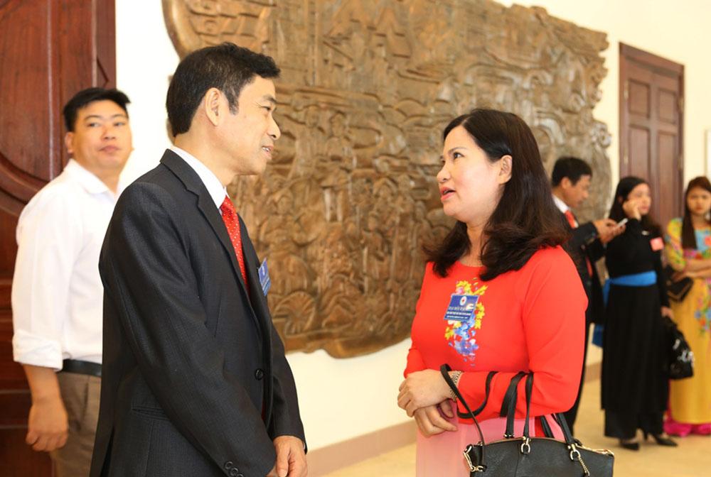 Đặng Minh Tiến - Phó Tổng thư ký Hội CTĐ Việt Nam trò chuyện cùng TGĐ Lê Thị Bình
