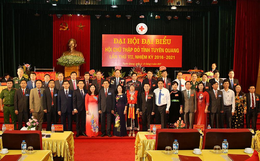 TGĐ Lê Thị Bình cùng các đại biểu