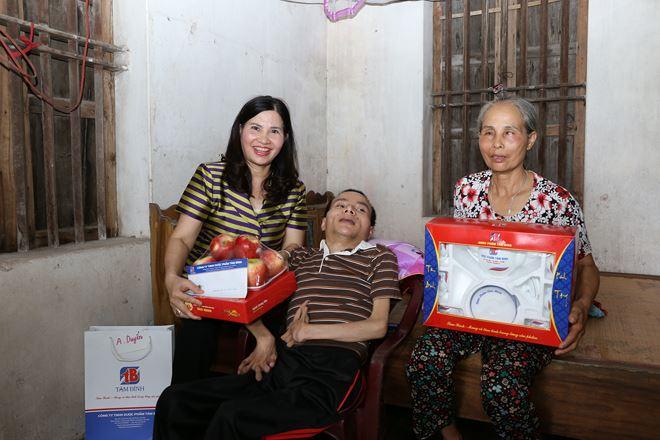 Rất nhiều bệnh nhân nghèo đã được dược sĩ Lê Thị Bình khám chữa bệnh