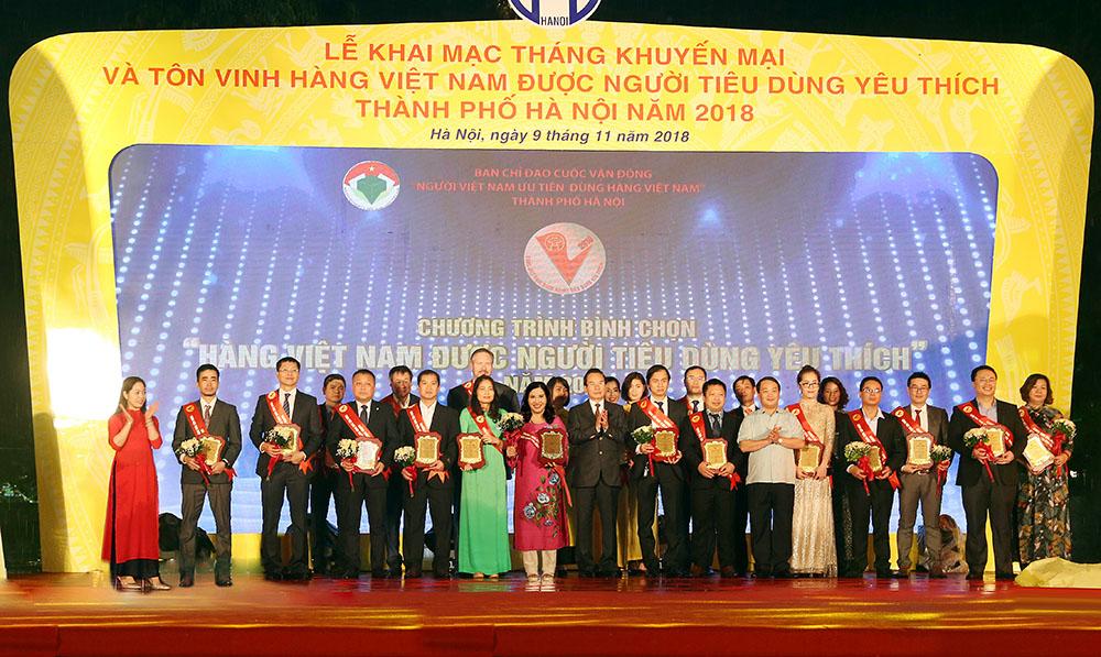 """Top 1 """"Hàng Việt Nam được người tiêu dùng yêu thích"""" năm 2018"""