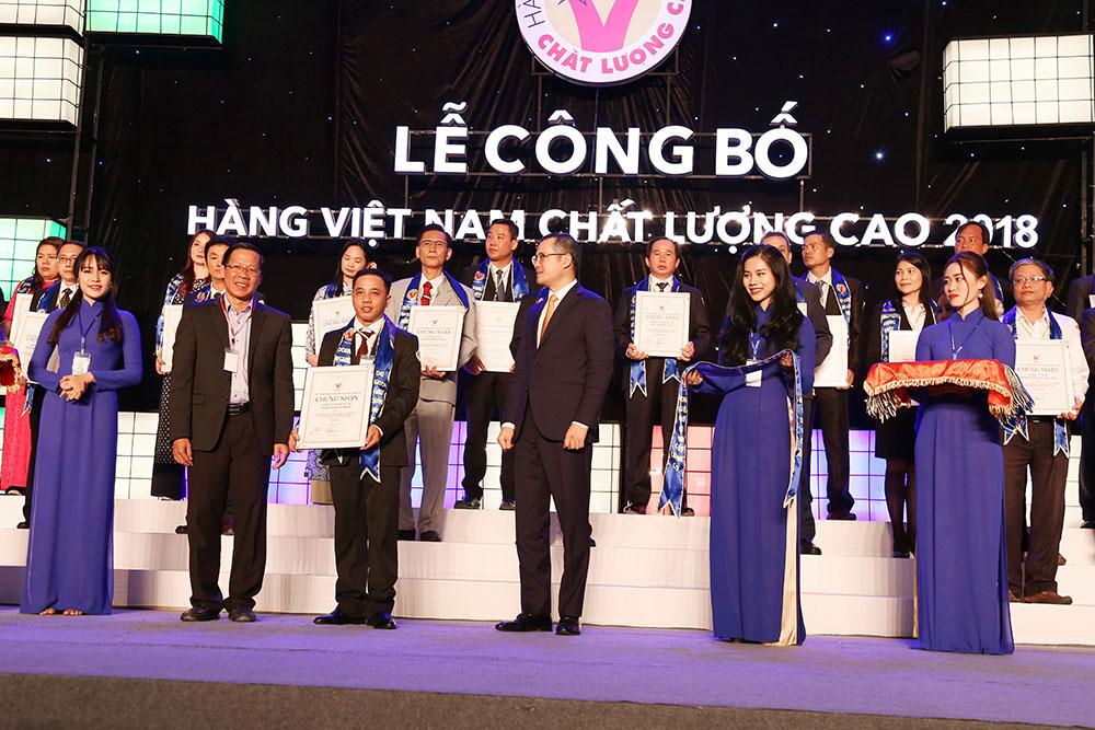 Các doanh nghiệp nhận danh hiệu Hàng Việt Nam chất lượng cao năm 2018