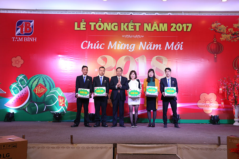5 nhân viên may mắn nhận giải ba