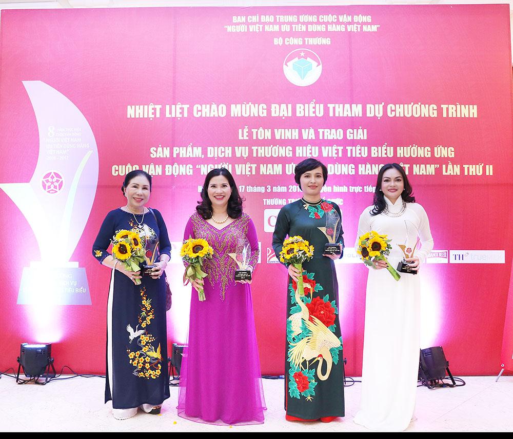 TGĐ Lê Thị Bình và các doanh nhân đạt giải