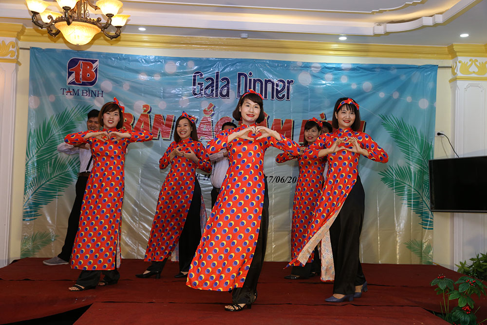 """Tiết mục nhảy """"Cô Ba Sài Gòn"""""""
