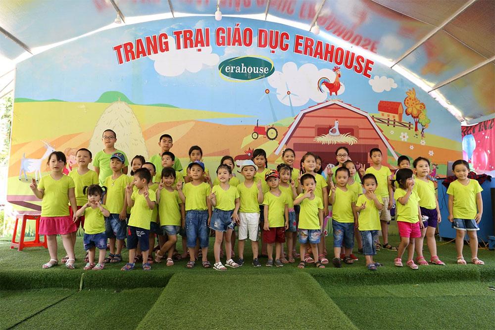 Các thành viên nhí của gia đình Tâm Bình tại trang trại giáo dục Erahouse