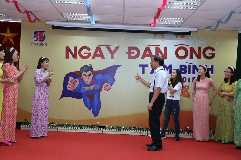 Giám đốc nhà máy Nguyễn Thế Cường