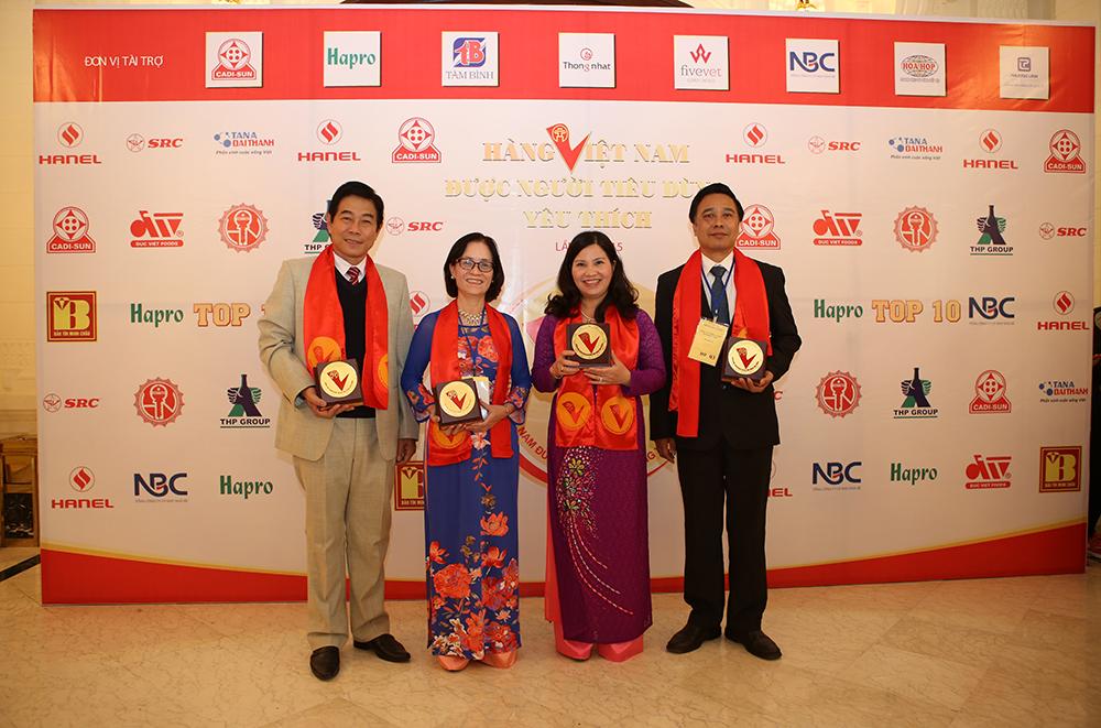 TĐG Lê Thị Bình bên cạnh các doanh nhân tiêu biểu