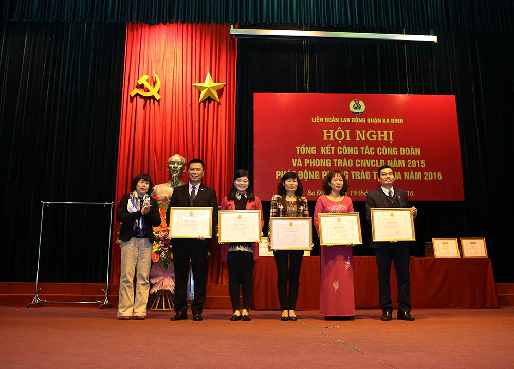 Công đoàn Dược phẩm Tâm Bình vinh dự nhận Bằng Khen của LĐLĐ thành phố Hà Nội