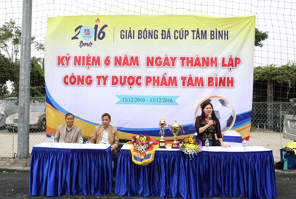TGĐ Lê Thị Bình phát biểu khai mạc cúp bóng đá Tâm Bình 2016