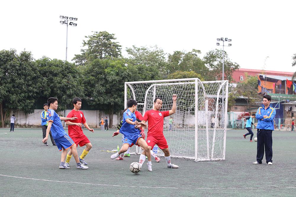 Trận đấu bóng đá nam