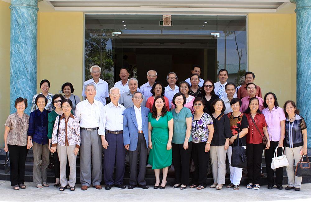 Hội Cựu giáo chức trường ĐH Dược Hà Nội thăm nhà máy Dược phẩm Tâm Bình
