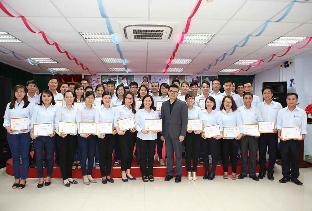 Tiến sỹ Đào Xuân Khương cùng CBNV Tâm Bình