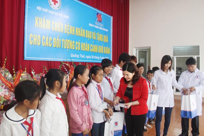 """Dược sĩ Lê Thị Bình luôn quan tâm tới việc """"trồng người"""", phát triển những tài năng của đất nước"""