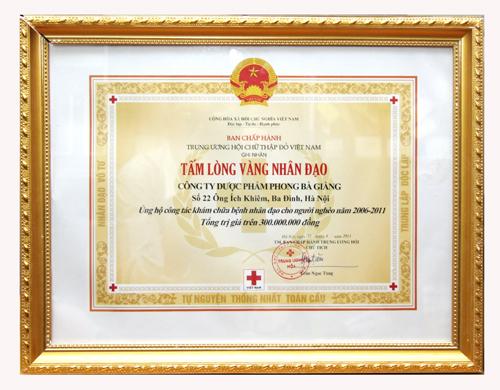 """Bằng khen """"Tấm lòng vàng nhân đạo"""" của Dược sĩ Lê Thị Bình"""
