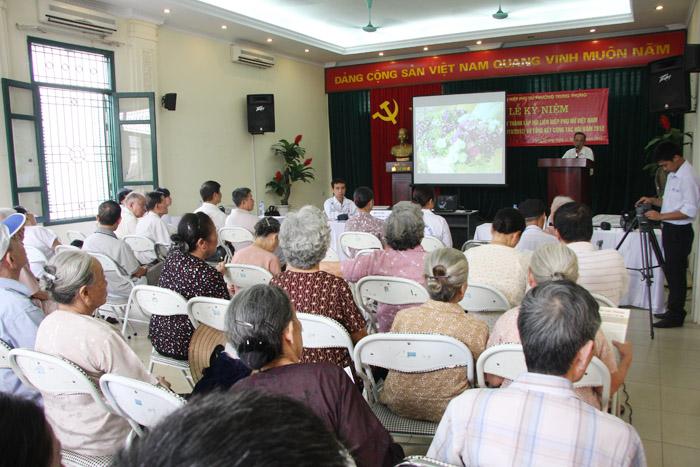 Công ty Dược phẩm Tâm Bình tổ chức khám chữa bệnh và tư vấn miễn phí cho Hội NCT phường Trung Phụng