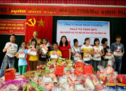 Dược phẩm Tâm Bình thăm và tặng quà cho Trung tâm nuôi dưỡng người già và trẻ tàn tật Hà Nội
