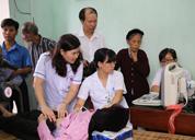 Tâm Bình tổ chức khám bệnh, tặng quà và phát thuốc miễn phí cho 700 người cao tuổi ở Phú Thọ