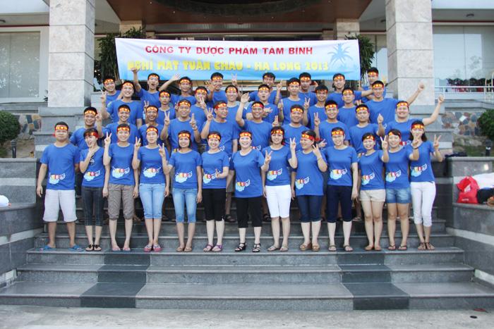Tập thể CBCNV Công ty Tâm Bình tại Bãi Cháy - Hạ Long