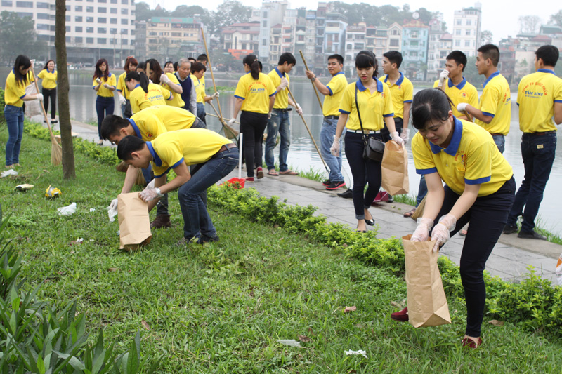 Hoạt động thu gom rác thải của CBNV Công ty Tâm Bình