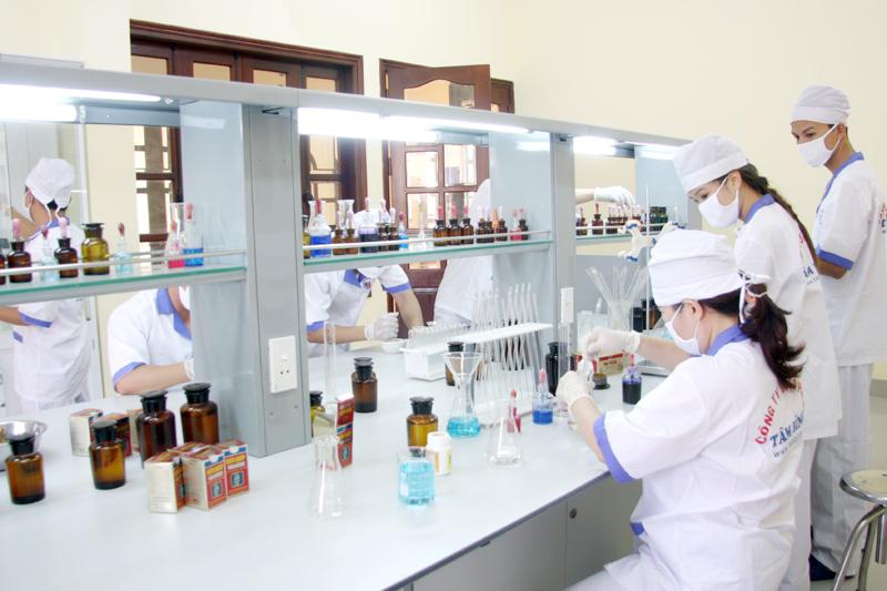 Đưa công nghệ sản xuất hiện đại vào sản xuất Đông y tại nhà máy Dược phẩm Tâm Bình