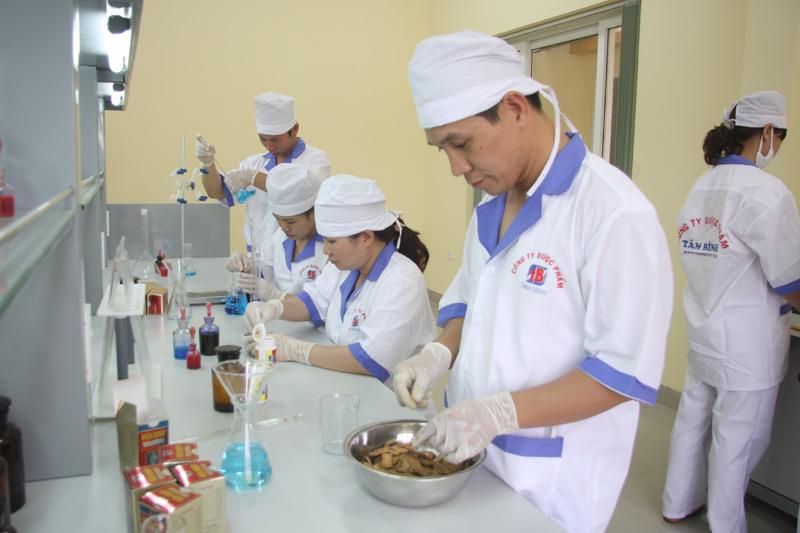 Quá trình đi tìm dược liệu và bào chế ra sản phẩm