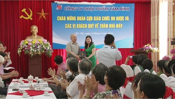 TS Phạm Văn Nguyện là người thầy đã trực tiếp giảng dậy DS Lê Thị Bình