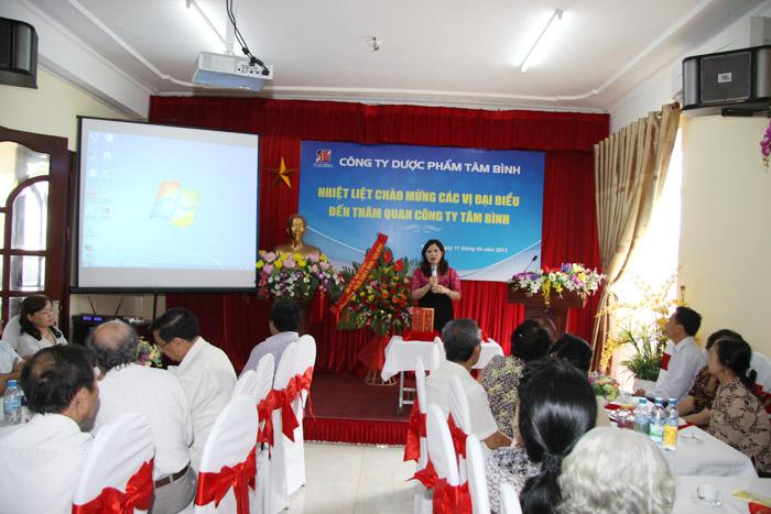 Dược sĩ Lê Thị Bình - TGĐ Công ty Dược Tâm Bình phát biểu tại buổi gặp mặt