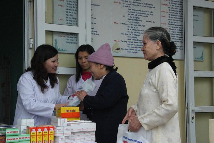 Khám chữa bệnh và phát thuốc miễn phí cho 250 đối tượng chính sách ở Thái Bình