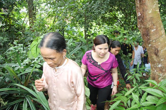 Đích thân TGĐ Lê Thị Bình đi tìm nguồn dược liệu quý ở Mai Châu - Hòa Bình.