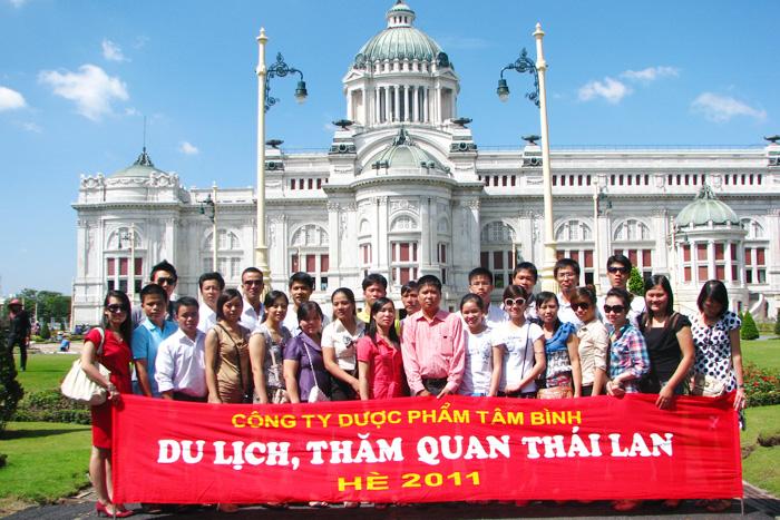 Công ty Tâm Bình tổ chức cho nhân viên đi du lịch, tham quan tại Thái Lan.