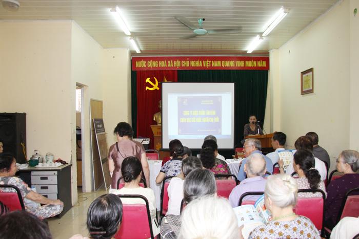 Đại diện Hội NCT phường Ngọc Khánh cảm ơn sự quan tâm của Công ty DP Tâm Bình tới người cao tuổi của phường