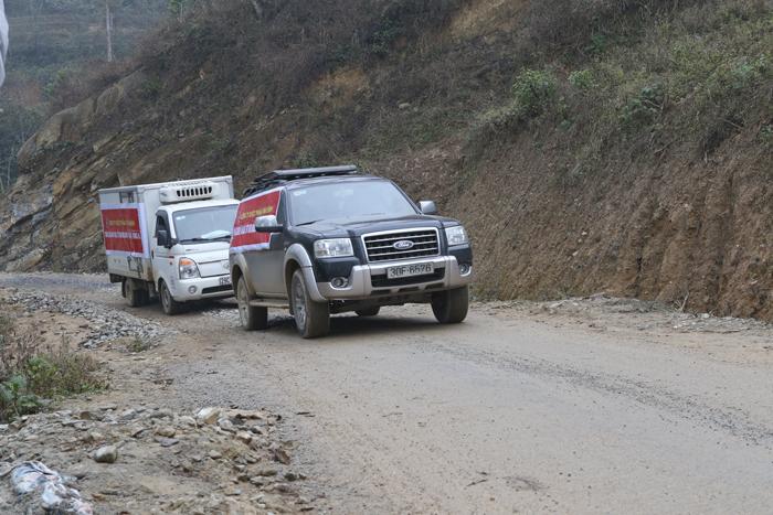 Đoàn xe từ thiện Dược phẩm Tâm Bình