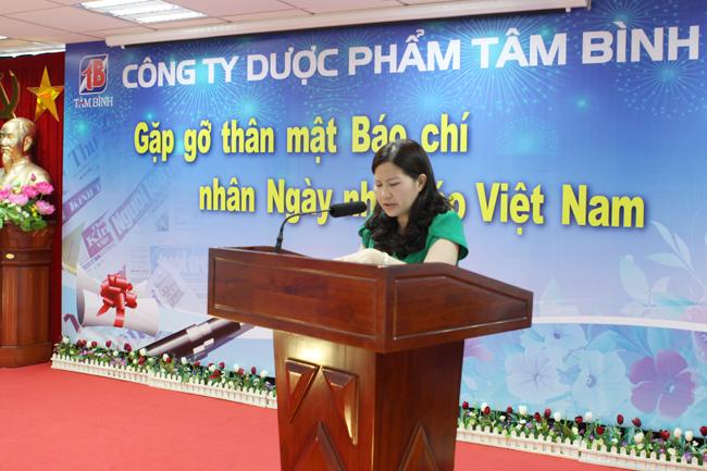 Dược sĩ Lê Thị Bình - TGĐ Công ty Tâm Bình phát biểu chào mừng các vị khách quý