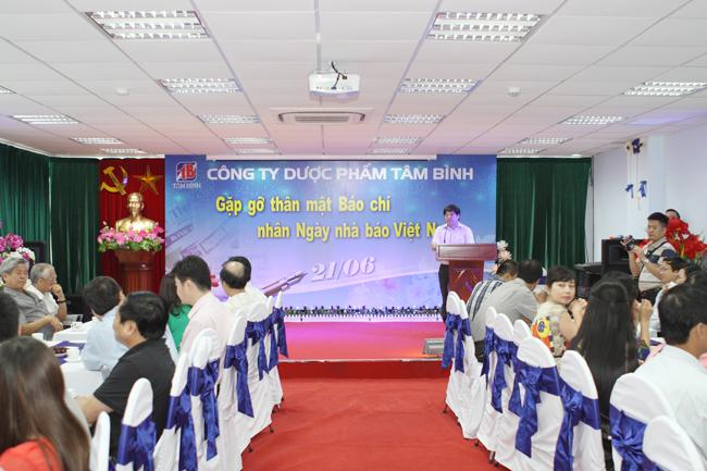 Nhà báo Thịnh Giang - Phó tổng biên tập báo Nhân dân đại diện các cơ quan báo chí phát biểu