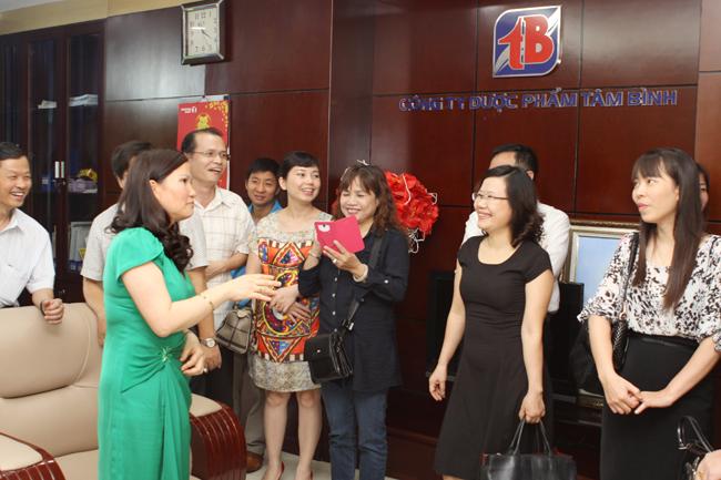 Mời khách tham quan Toà nhà Tâm Bình và các phòng ban của Công ty