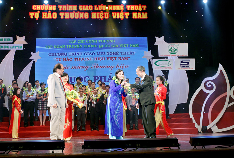 TGĐ Lê Thị Bình cảm thấy tự hào khi thương hiệu Dược phẩm Tâm Bình lọt vào top 300 thương hiệu hàng đầu Việt Nam