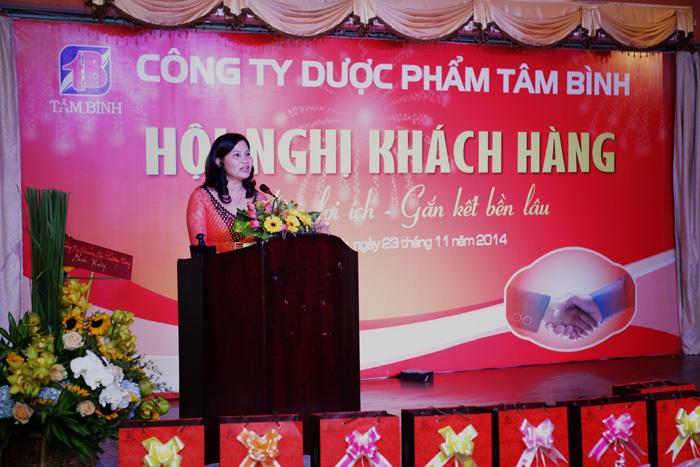 Dược sĩ Lê Thị Bình - Tổng Giám Đốc Công ty Dược phẩm Tâm Bình phát biểu khai mạc hội nghị