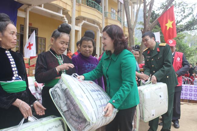 Dược sĩ Lê Thị Bình là người luôn nặng lòng với các hoạt động xã hội, từ thiện